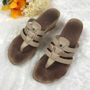 47b9cc63dee UGG Maddie Beige and Gold Thong Leather Sandals